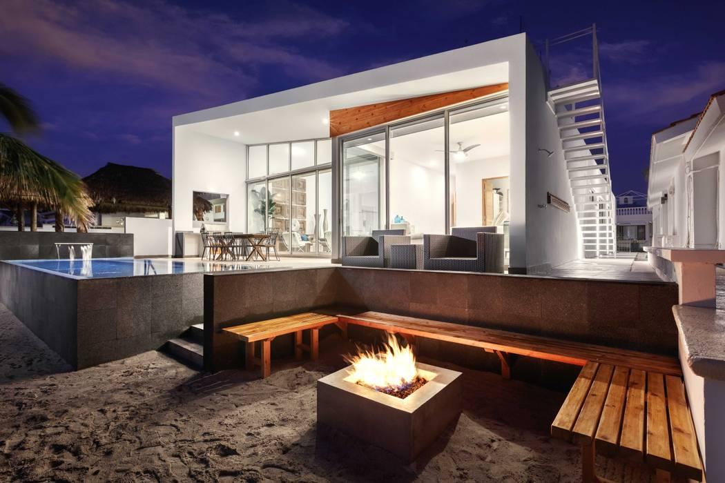CASA MRE Balcones y terrazas modernos de Imativa Arquitectos Moderno Madera Acabado en madera