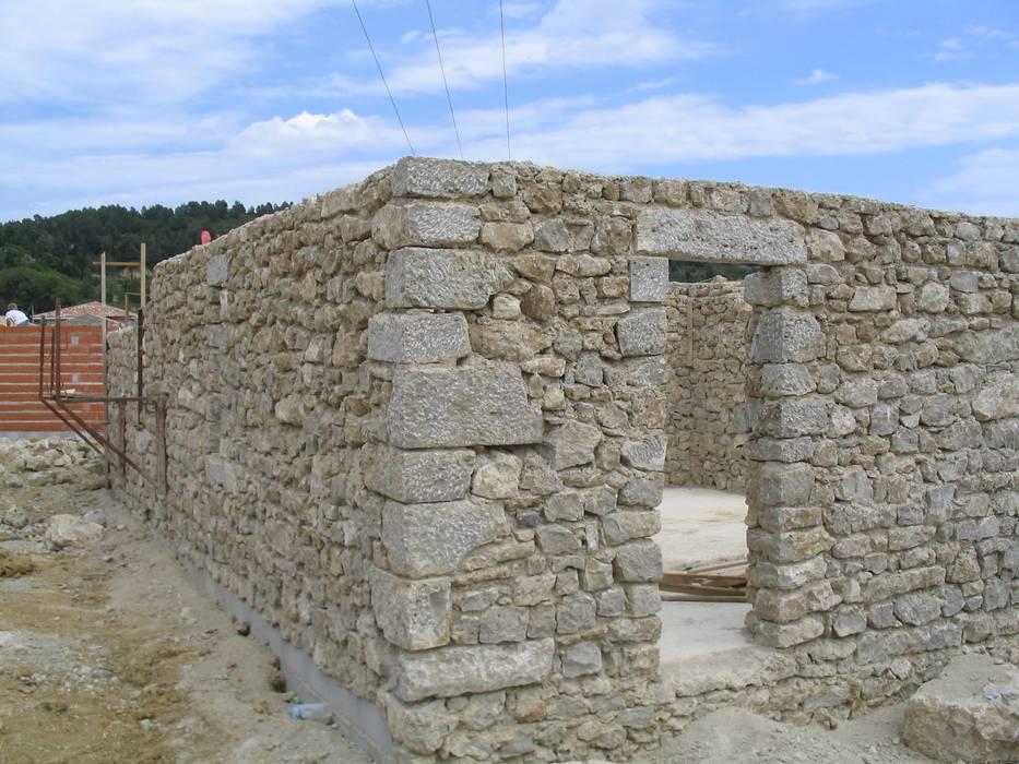 Murs: Maisons de style  par BATIR AU NATUREL