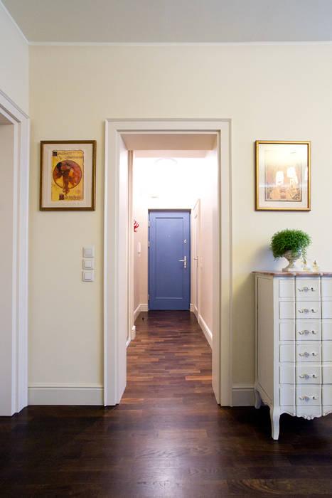Miekszanie na Starówce Klasyczny korytarz, przedpokój i schody od Gzowska&Ossowska Pracownie Architektury Wnętrz Klasyczny