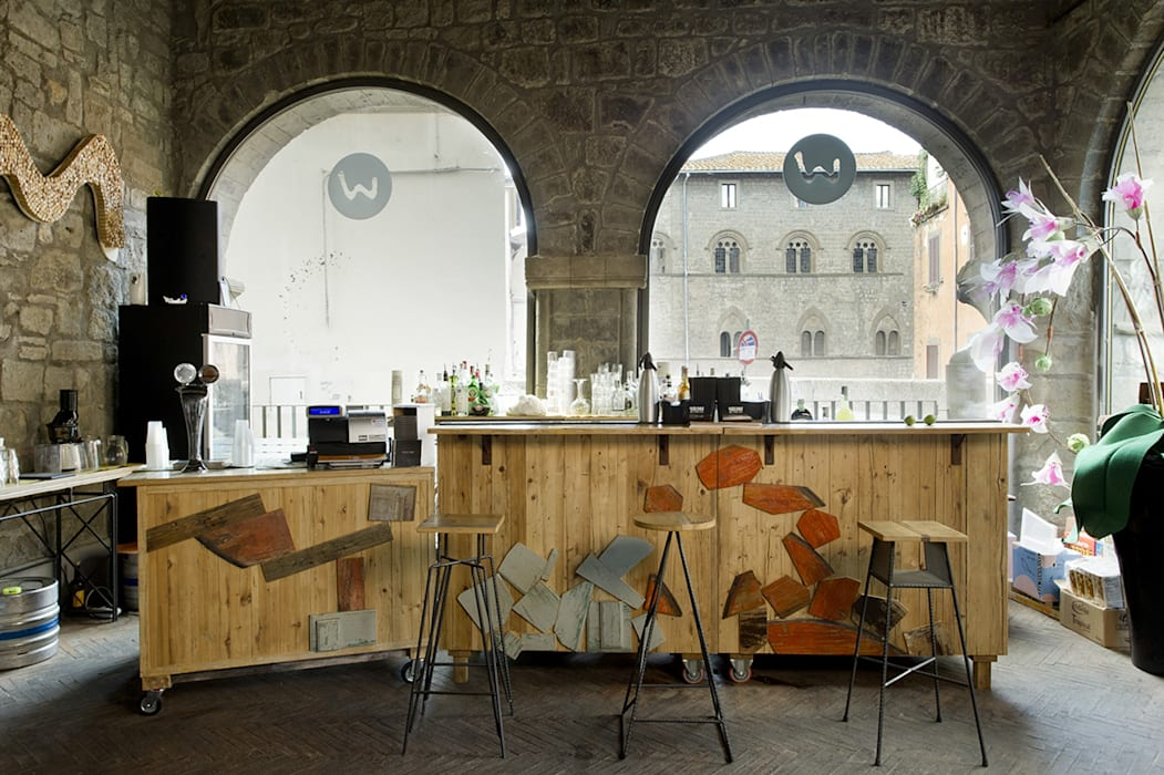Enoteca// Ristorante  Medievale : Bar & Club in stile  di Laquercia21
