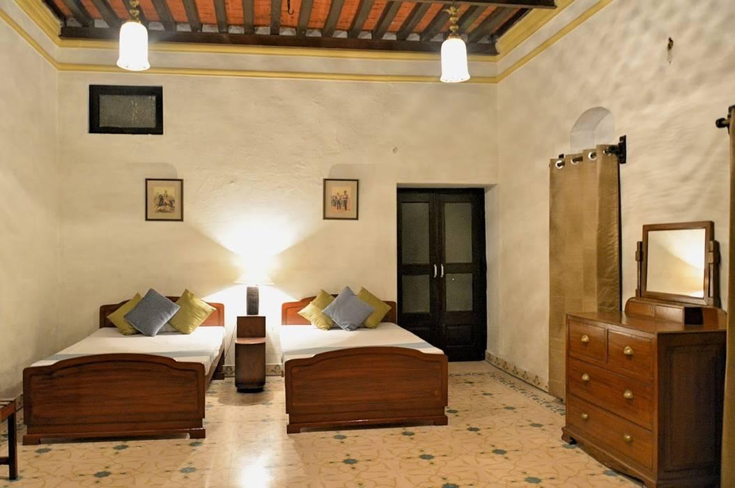 Unchagaon: modern Bedroom by Studio Ezube