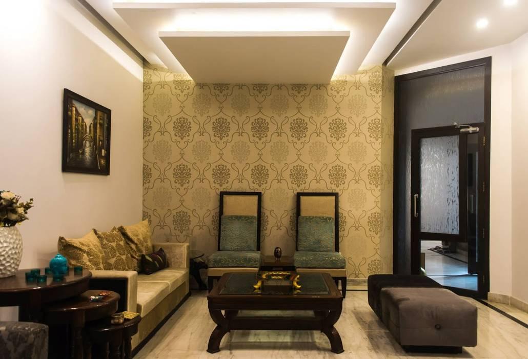 Singh Residence:  Living room by Studio Ezube