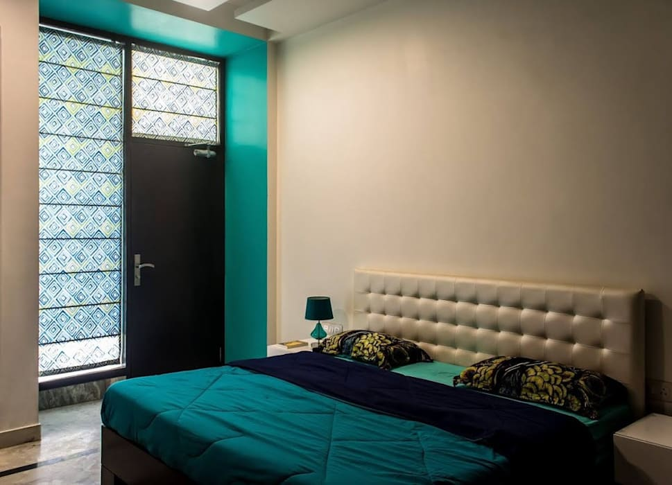 Singh Residence: modern Bedroom by Studio Ezube