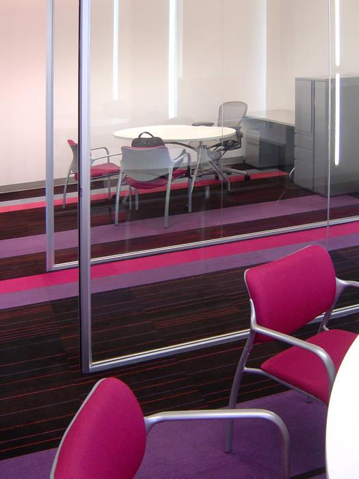 Estudios y oficinas de estilo  por usoarquitectura