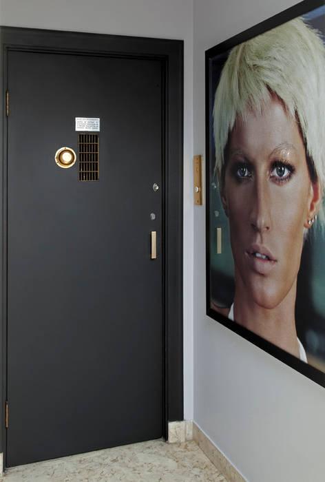 Stylist Apartment Corredores, halls e escadas modernos por DIEGO REVOLLO ARQUITETURA S/S LTDA. Moderno