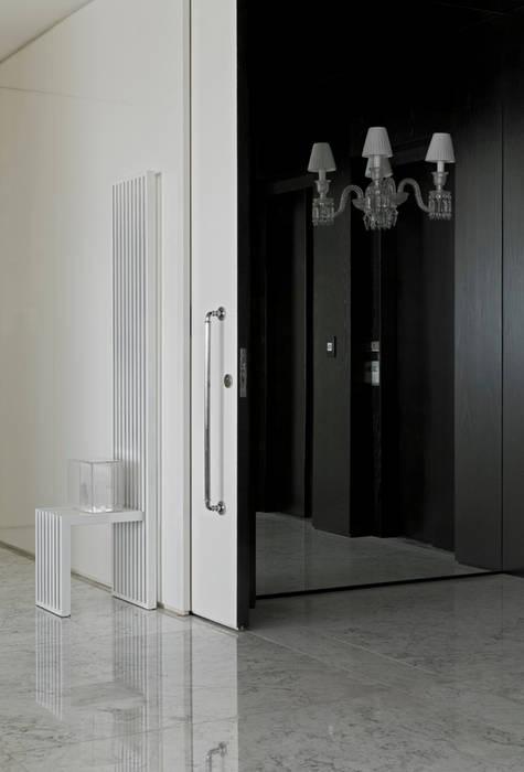 Corridor & hallway by DIEGO REVOLLO ARQUITETURA S/S LTDA., Modern