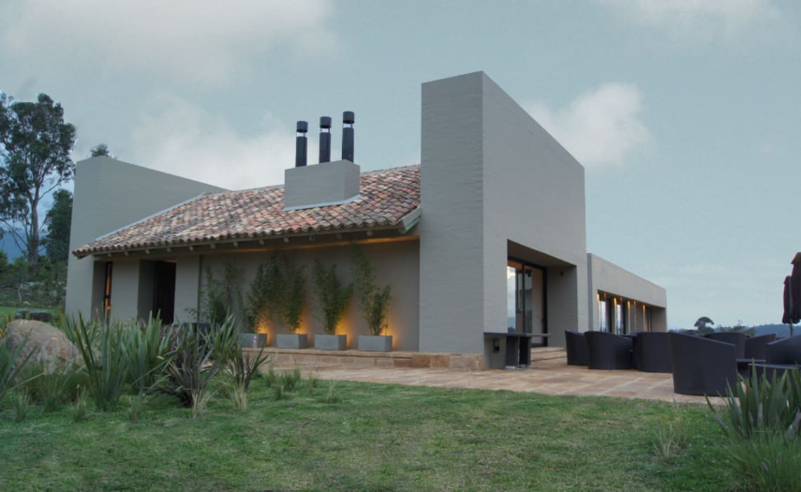 Modern Houses by AMR ARQUITECTOS Modern