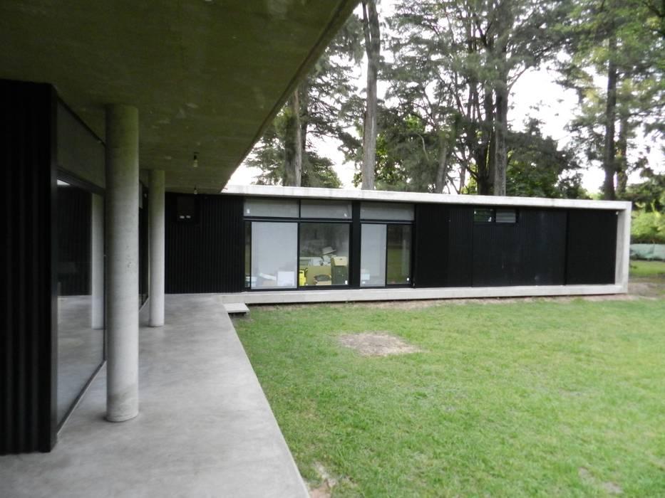 Casa Bunker en La Reja, Moreno de dymmuebles Moderno Hormigón