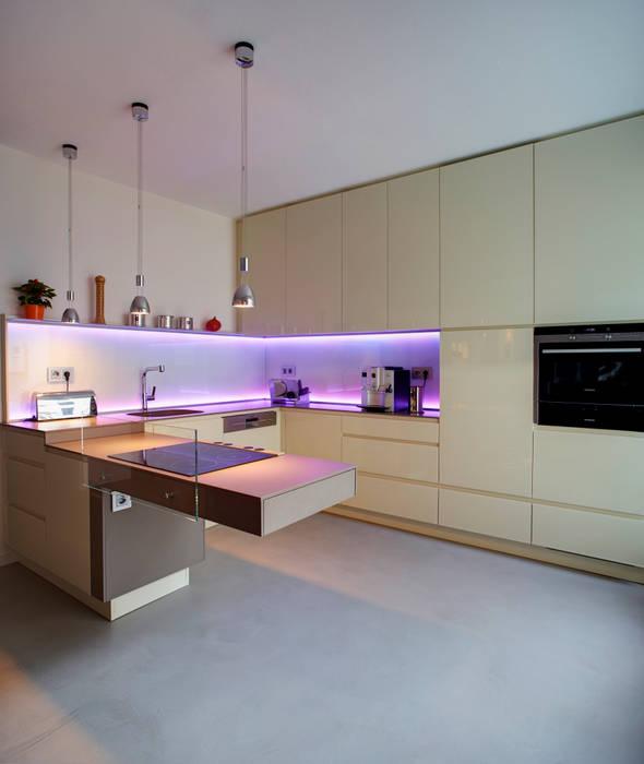 Modern Kitchen by Raumgespür Innenarchitektur Design Ilka Hilgemann Modern Glass