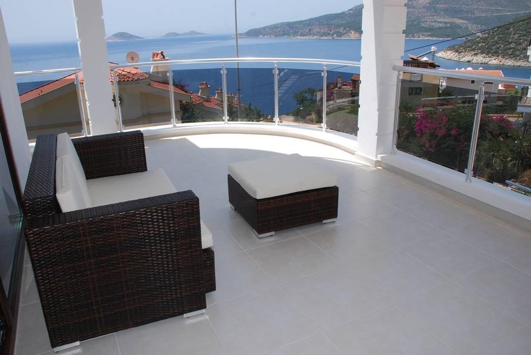VILLA SELIN Modern Balkon, Veranda & Teras SAYTAS SABUNCUOGLU YAPI VE TIC.LTD.STI. Modern