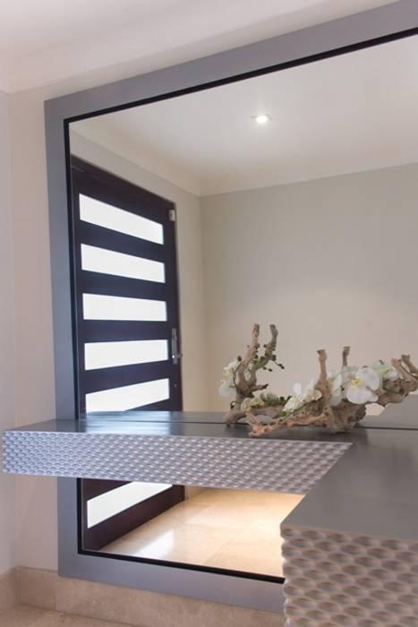 Vestíbulo con 3D de rombos Pasillos, vestíbulos y escaleras de estilo moderno de Monica Saravia Moderno Madera Acabado en madera