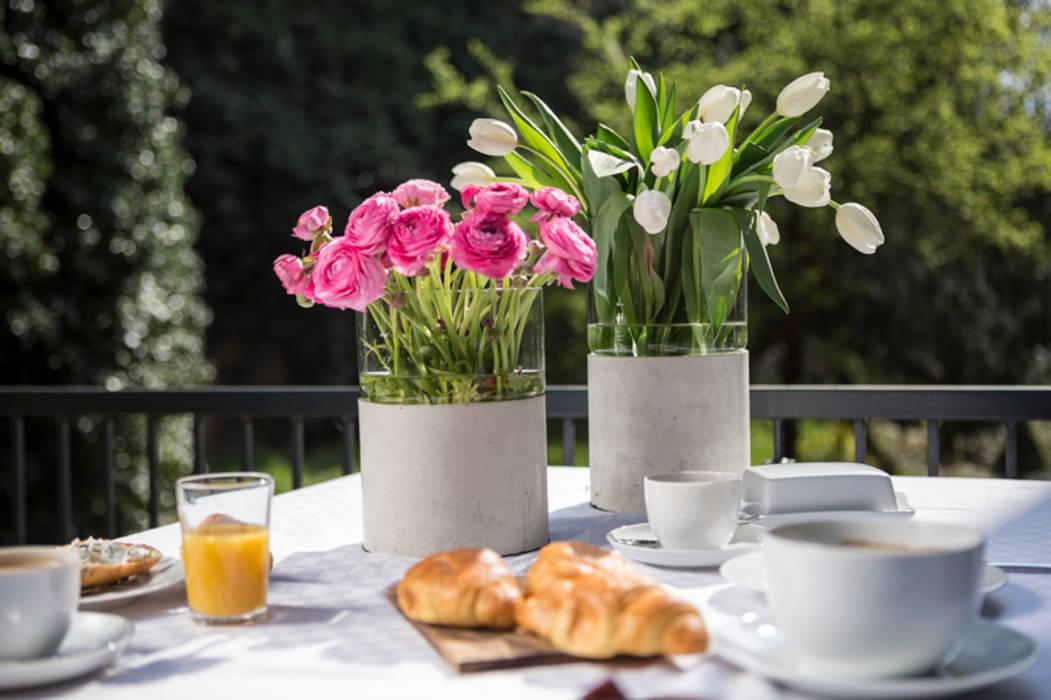 Concrete flower vase Betoniu GmbH Balconies, verandas & terraces Plants & flowers