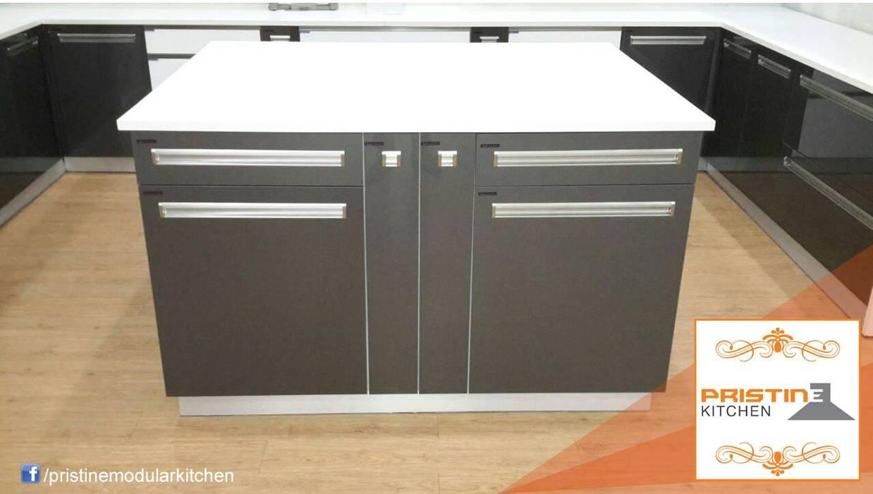 Modern Kitchen by Pristine Kitchen Modern
