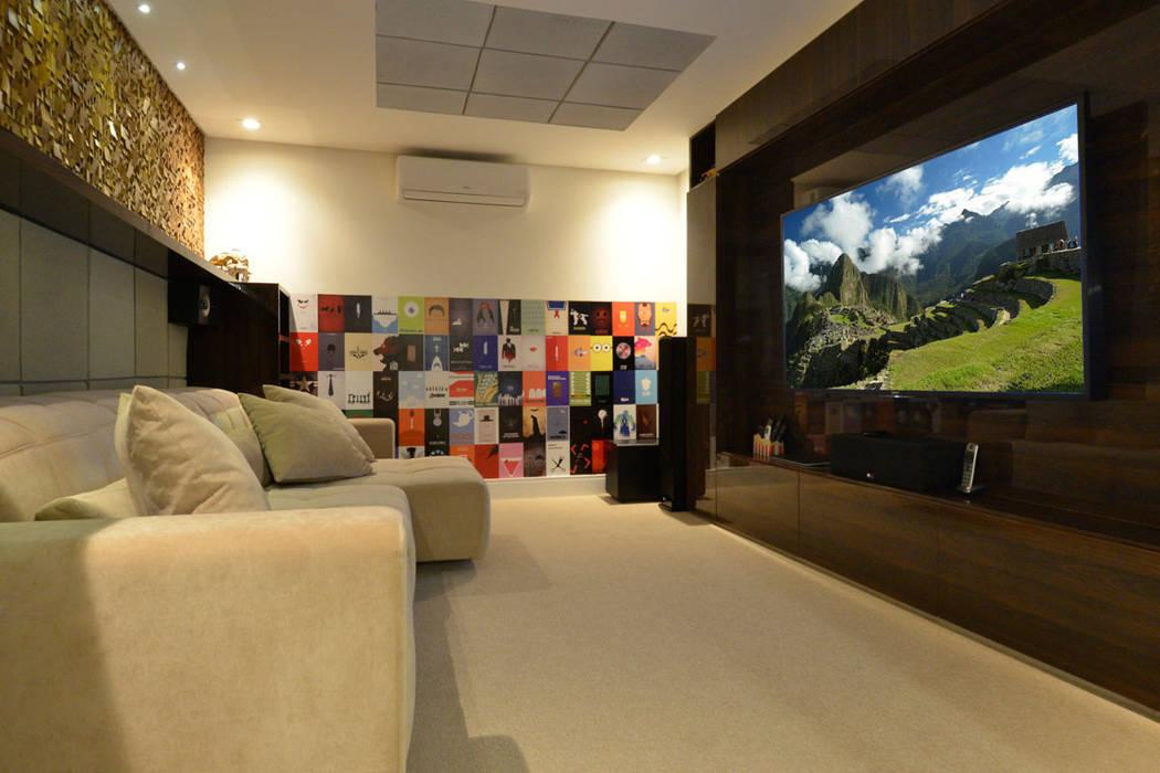 Ruang Keluarga Modern Oleh Leila Azzouz Arquitetura Eireli Modern
