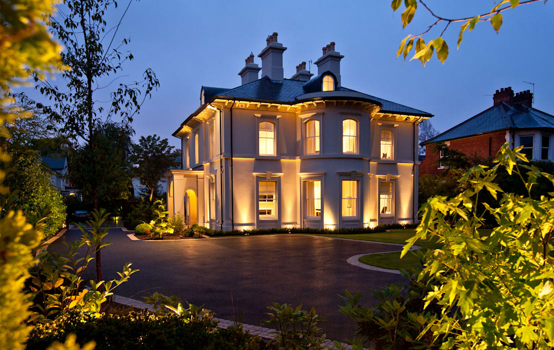 Luxury Style Suburban Mansion Casas de estilo clásico de Des Ewing Residential Architects Clásico