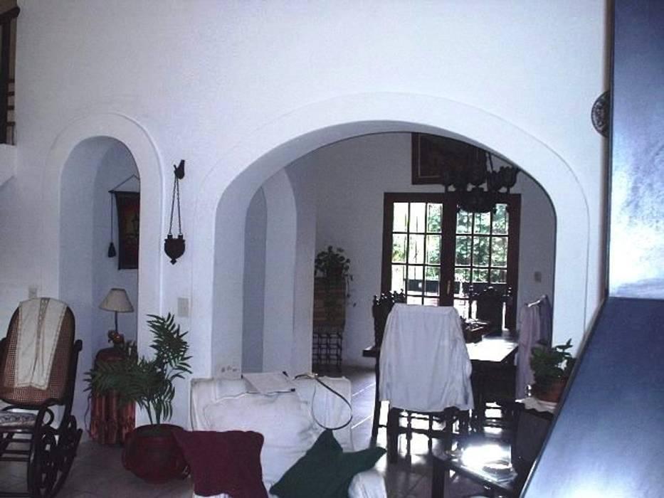 Reforma Casa en Caballito C.A.B.A: Livings de estilo moderno por AyC Arquitectura