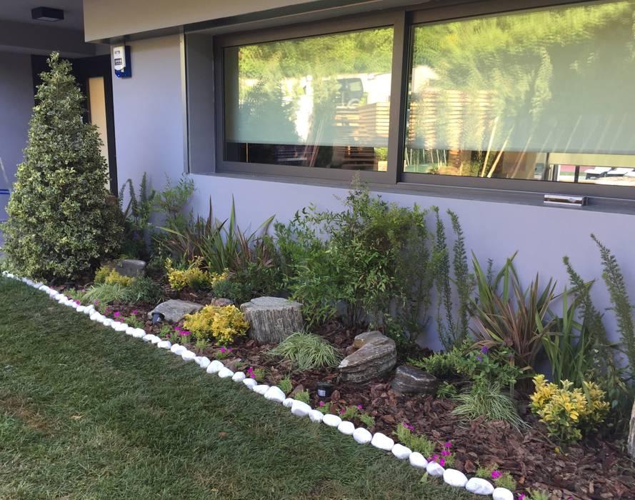 SAKLIKORU VİLLALARI- VİLLA PEYZAJ PROJE&UYGULAMA // SAKLIKORU - VILLA LANDSCAPE PROJECT AYTÜL TEMİZ LANDSCAPE DESIGN Modern Bahçe