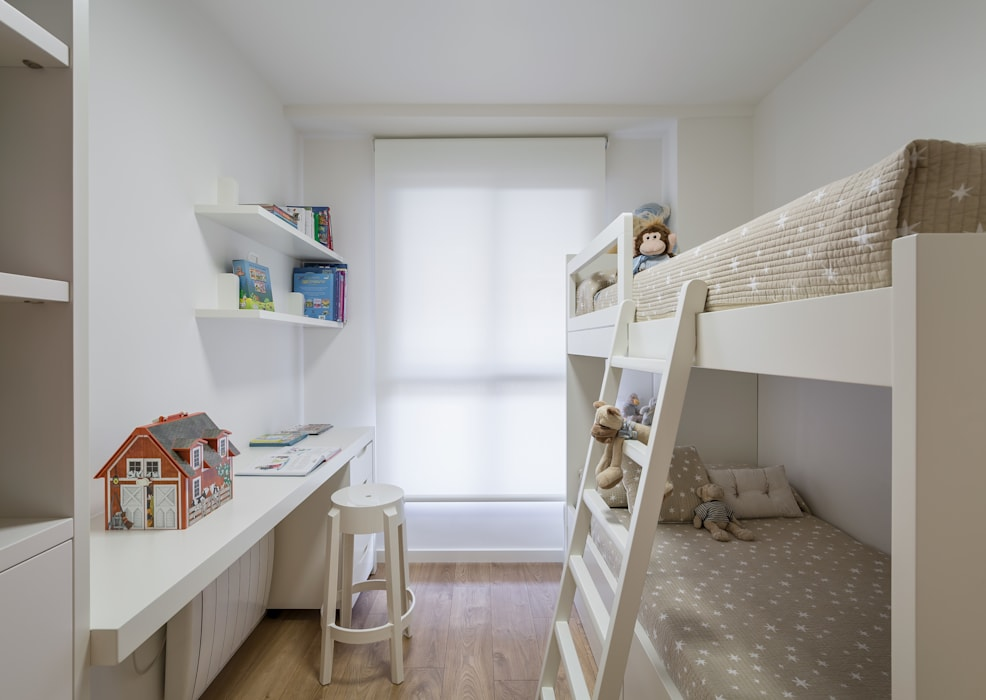 Divertida litera a medida para los peques de la casa Cuartos infantiles de estilo moderno de Laura Yerpes Estudio de Interiorismo Moderno