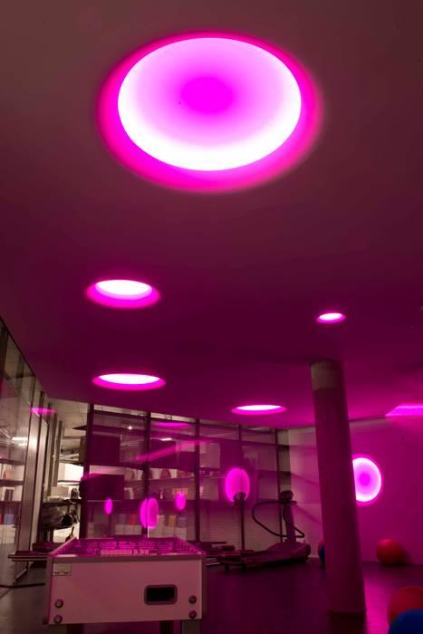 FRANZ KRALER LUXURY STORE: Negozi & Locali commerciali in stile  di GLIP | The Lighting Partner