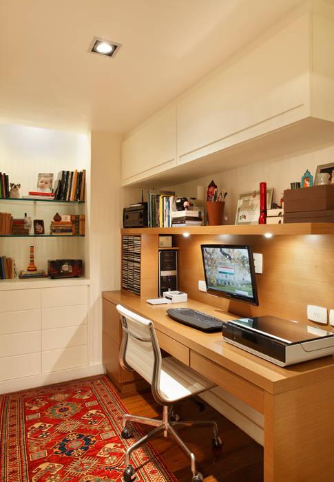 Study/office by Laura Boechat Arquitetura