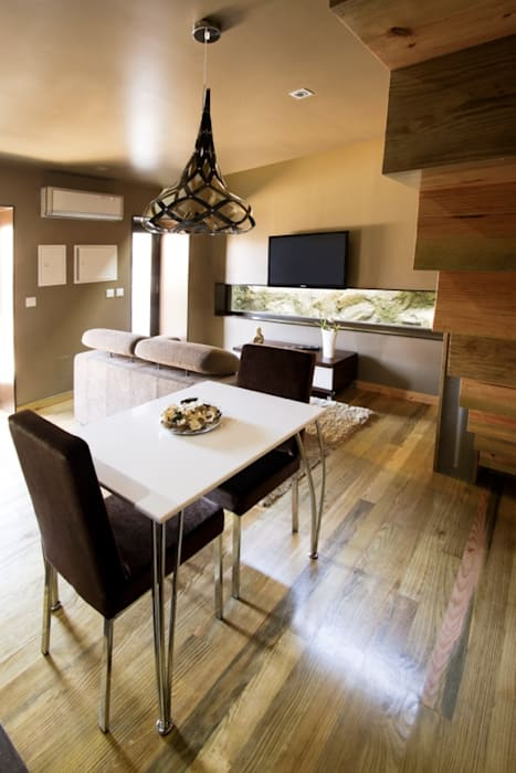 Kiko House Modern Dining Room by RH Casas de Campo Design Modern