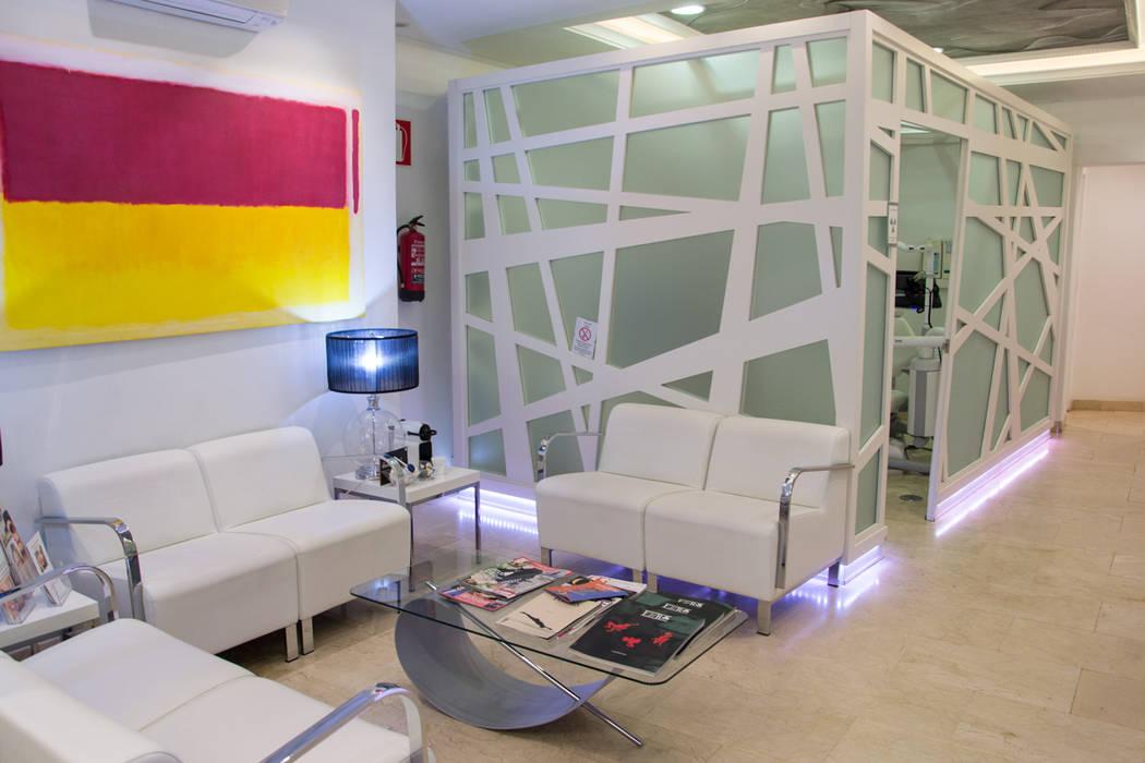 Sala de espera de clínica dental Clínicas de estilo moderno de Viteri/Lapeña Moderno