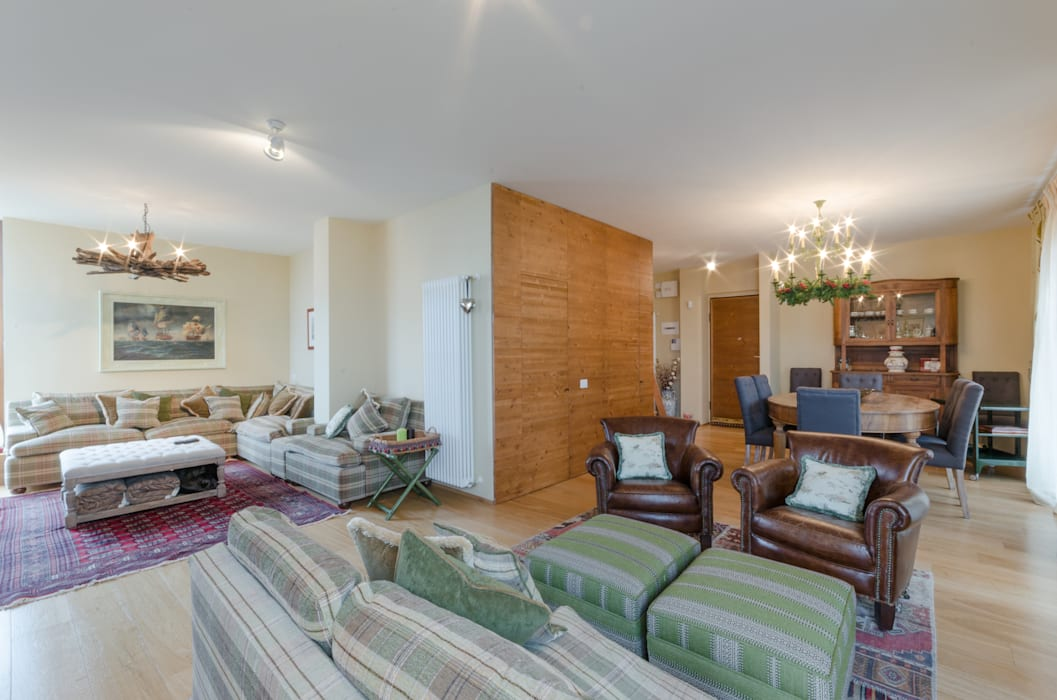 Casa in montagna: soggiorno in stile in stile rustico di studio di ...