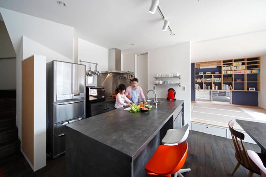 Modern style kitchen by atelier m Modern