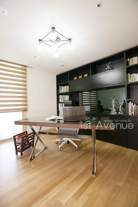 은은한 고급스러움을 표현한 녹번동 인테리어: 퍼스트애비뉴의  서재 & 사무실,