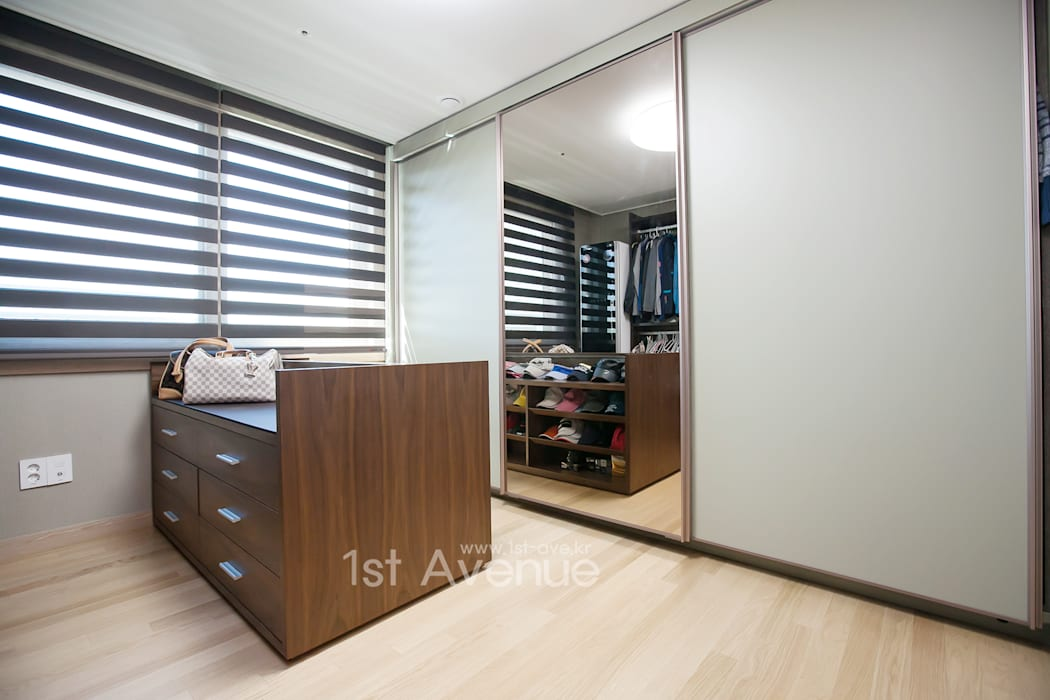 은은한 고급스러움을 표현한 녹번동 인테리어 모던스타일 드레싱 룸 by 퍼스트애비뉴 모던