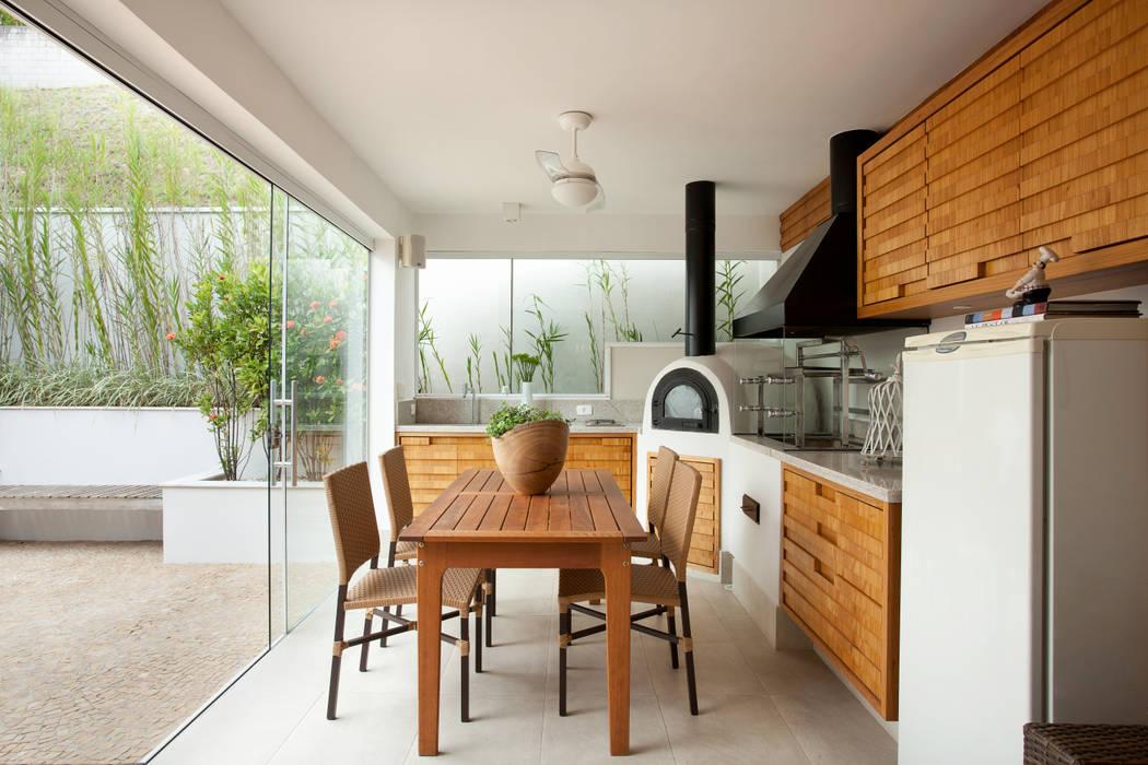 Casa de Tamboré Silvana Lara Nogueira Varandas, alpendres e terraços modernos
