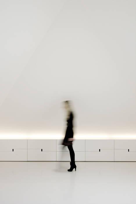 Phòng học/văn phòng phong cách hiện đại bởi T O H A ARQUITETOS Hiện đại