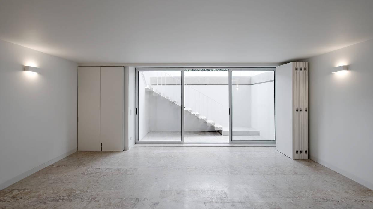 Living room by T O H A ARQUITETOS , Modern