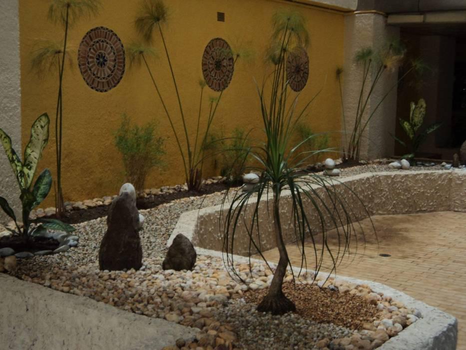 Muestras de trabajo Jardines de estilo moderno de Jardines Paisajismo Y Decoraciones Elyflor Moderno