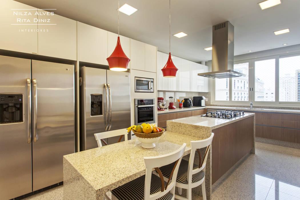 Cucina moderna di Nilza Alves e Rita Diniz Moderno