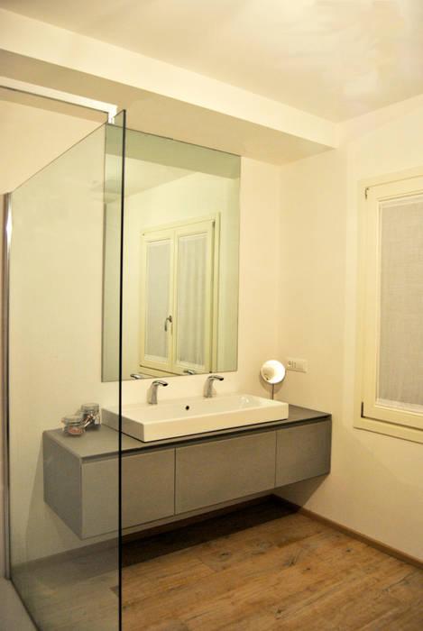 ArcKid 現代浴室設計點子、靈感&圖片 根據 ArcKid 現代風