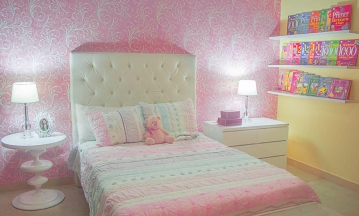 Habitación rosa: Habitaciones infantiles de estilo  por Monica Saravia,