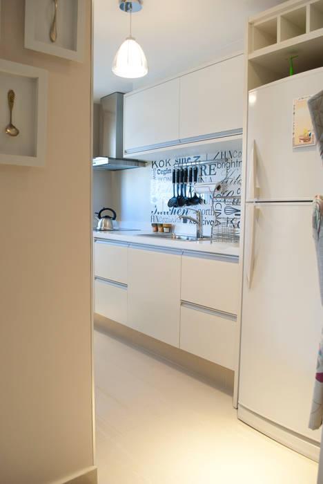 Cocina con nombre propio: Cocinas de estilo ecléctico por Diseñadora Lucia Casanova