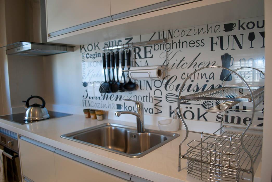 Y que comemos hoy....? : Cocinas de estilo  por Diseñadora Lucia Casanova,Ecléctico