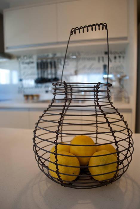 Toque VINTAGE : Cocinas de estilo ecléctico por Diseñadora Lucia Casanova