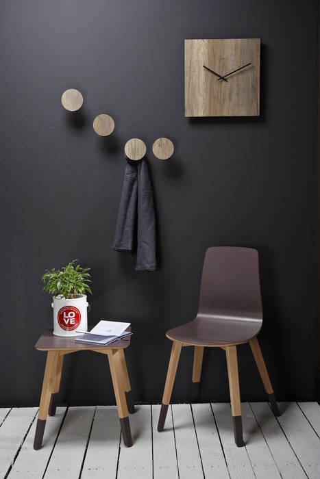 Gancio appendiabiti Art-Up WOOD: Ingresso & Corridoio in stile  di Creativando Srl