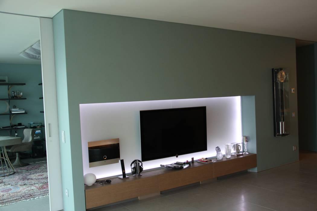 soggiorno: Soggiorno in stile in stile Moderno di DF Design