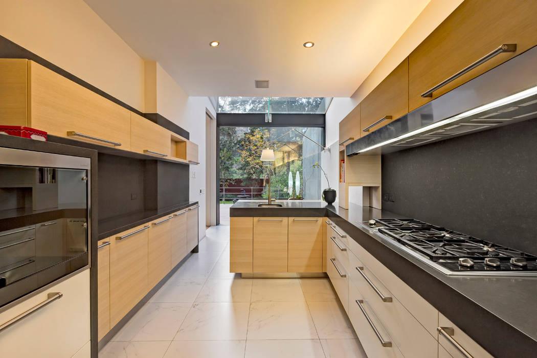 Кухни в . Автор – Lopez Duplan Arquitectos, Модерн