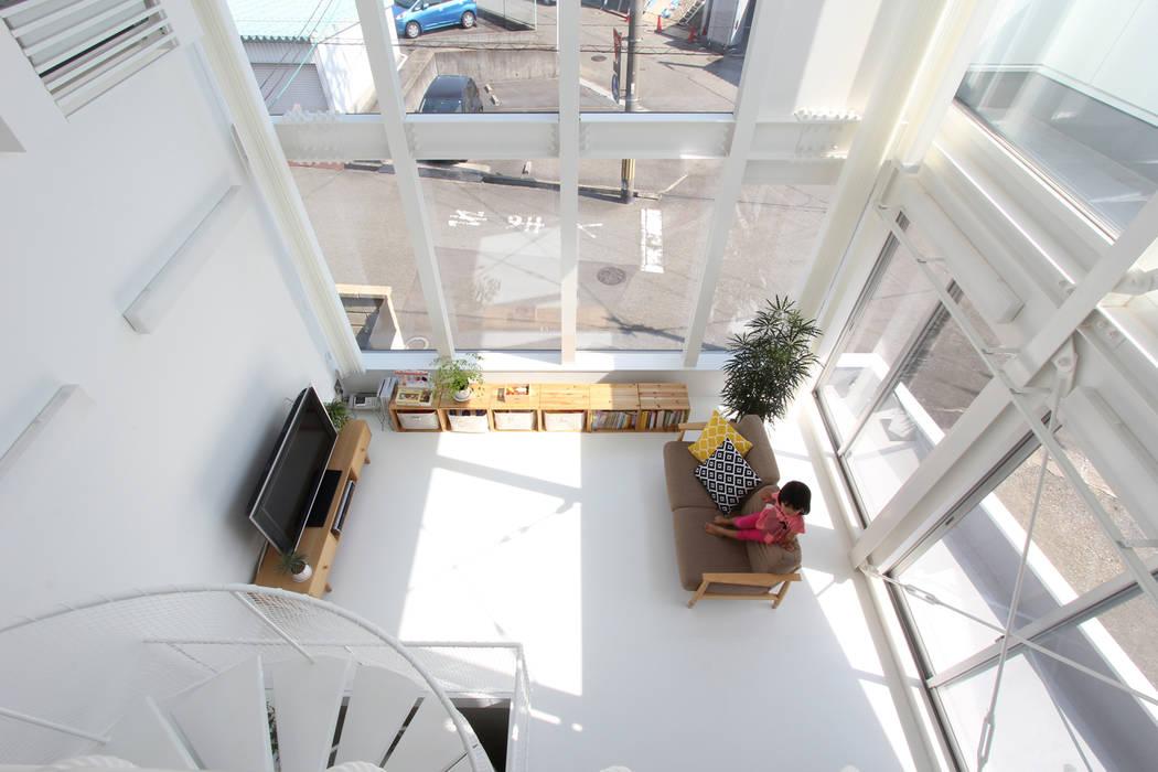 環境建築計画 现代客厅設計點子、靈感 & 圖片 玻璃 White