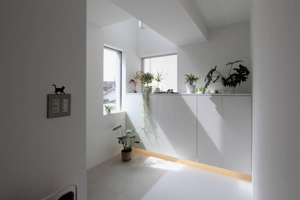 東長町の家 モダンスタイルの 玄関&廊下&階段 の 環境建築計画 モダン タイル