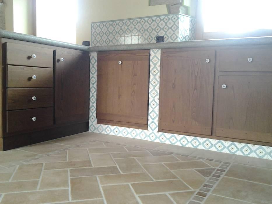 Particolare mobili cucina su misura: cucina in stile di artelegno ...
