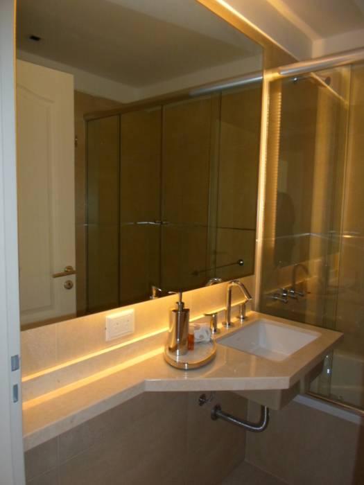 Baño pasillo: Baños de estilo  por Estudio BASS Arquitectura