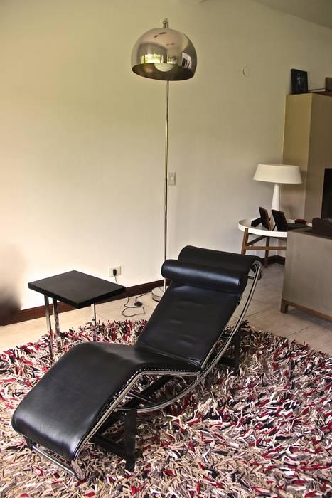 LIVING HOME UP 3: Livings de estilo moderno por HOME UP