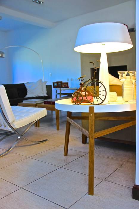 LIVING HOME UP 4: Livings de estilo moderno por HOME UP