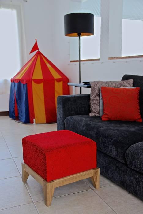 PLAYROOM HOME UP 2: Salas multimedia de estilo  por HOME UP